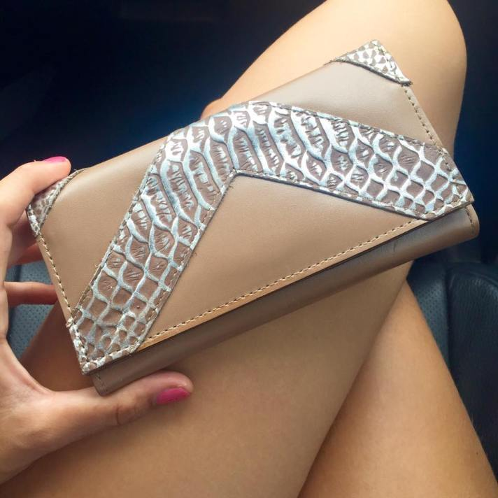 billetera de cuero lucia beige